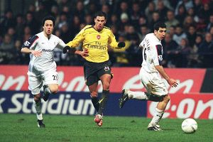 previous season matches/matches 2006 07/jeremie aliadiere breaks past tal ben haim idan