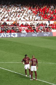 Jose Reyes and Thierry Henry (Arsenal) kick off the 2nd half