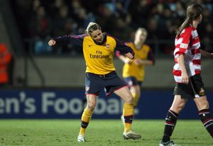 kelly smith celebrates scoring her and arsenals