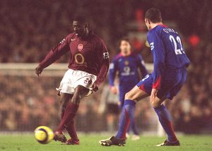 previous season matches/matches 2005 06 arsenal v manchester united 2005 6/kolo toure arsenal john oshea man utd