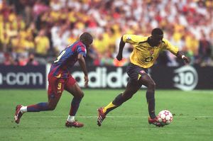 classic matches/barcelona v arsenal 2005 06/kolo toure arsenal samule etoo barcelona
