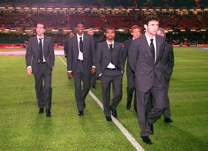 (L>R) Edu, kanu, ashley Cole, Ray Parlour and Martin Keown walk of the pitch