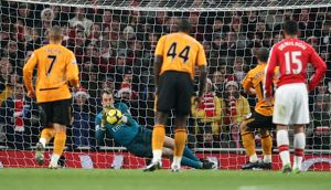 previous season matches/matches 2009 10 arsenal v hull city 2009 10/manuel almunia arsenal saves geovanni hull penalty