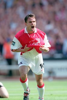 legends/ex players overmars marc/marc overmars celebrates scoring arsenals 1st goal