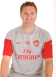 previous season players/1st team player images 2009 10/neal reynolds arsenal physio
