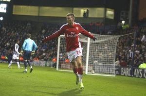 team/players coaches bendtner nicklas/nicklas bendtner celebrates scoring 3rd arsenal