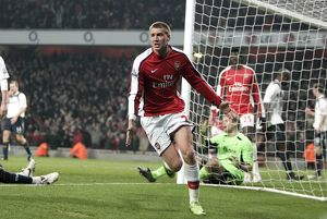 team/players coaches bendtner nicklas/nicklas bendtner celebrates scoring arsenals