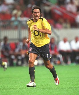 legends/ex players robert pires/robert pires arsenal ajax 01 arsenal