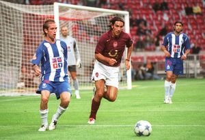 legends/ex players robert pires/robert pires arsenal raul meireles porto