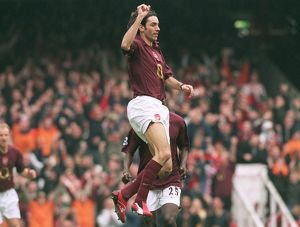 previous season matches/matches 2005 06 arsenal v west bromwich albion 2005 6/robert pires celebrates scoring arsenals 2nd