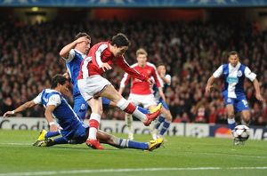 previous season matches/matches 2009 10 arsenal v fc porto 2009 10/samir nasri shoots past porto goalkeeper helton