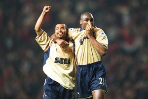 Sol Campbell and Ashley Cole celebrate th Arsenal Championship win