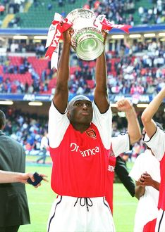 previous season matches/matches 2005 06 arsenal v chelsea fa cup final/sol campbell celebrates match arsenal 20 chelsea