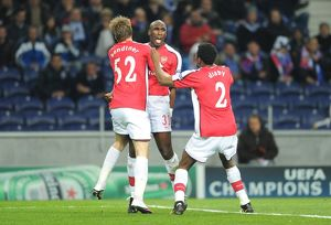 previous season matches/matches 2009 10 fc porto v arsenal 2009 10/sol campbell celebrates scoring arsenal goal