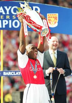 Sol Campbell lifts the F.A.Barclaycard Premiership Trophy