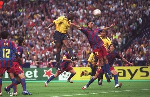 Sol Campbell scores Arsenal's goal under pressure from Oleguer (Barcelona)