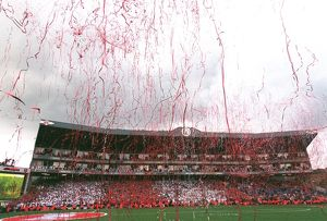 classic matches/arsenal v wigan 2005 06/streamers rain clock end arsenal 42 wigan