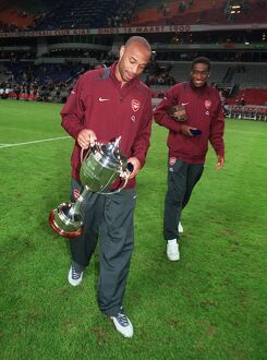 Thierry Henry (Arsenal) with the Amsterdam Tournament Trophy. Arsenal 2:1 Porto