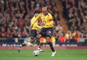 Thierry Henry (Arsenal) backheels the ball. Real Madrid 0:1 Arsenal