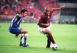Thierry Henry (Arsenal) Ricardo Costa (Porto). Arsenal 2:1 Porto