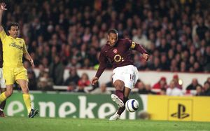 previous season matches/matches 2005 06 arsenal v villarreal 2005 6/thierry henry arsenal scores goal disallowed