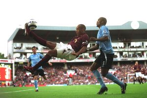 Thierry Henry (Arsenal) Sylvain Distin (Man City). Arsenal 1:0 Manchester City