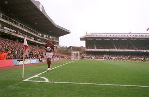 Thierry Henry (Arsenal) walks out to take a corner in the South East Corner