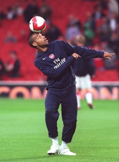 Thierry Henry (Arsenal) warms up before the match