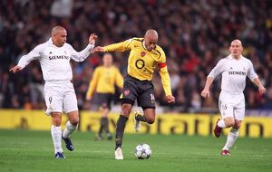 Thierry Henry beats Ronaldo (Real) on his way to scoring Arsenal's goal