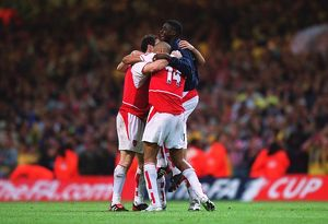 Thierry Henry celebrates the Arsenal victory with Giovanni van Bronckhorst