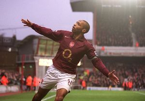 legends/ex players henry thierry/thierry henry celebrates scoring arsenals 3rd