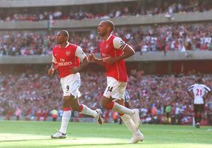 Thierry Henry celebrates scoring Arsenal's 3rd goal