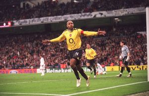 legends/ex players henry thierry/thierry henry celebrates scoring arsenals goal