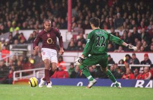 Thierry Henry scores his 2nd goal Arsenal's 3rd past Brad Jones (Middlesbrough)