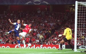 legends/ex players henry thierry/thierry henry scores arsenals 1st goal past