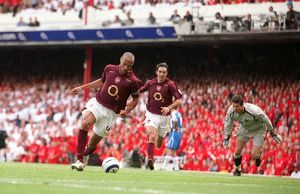 Thierry Henry scores Arsenal's 3rd goal his 2nd past Mike Pollitt (Wigan)