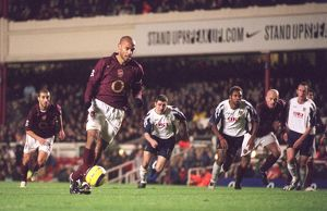 Thierry Henry scores Arsenal's 4th goal from the penalty spot