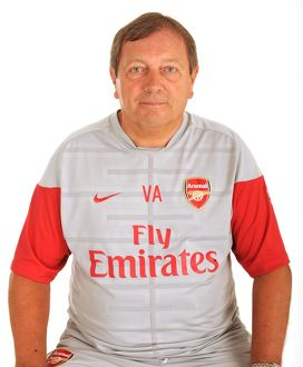 previous season players/1st team player images 2009 10/vic akers arsenal kit man